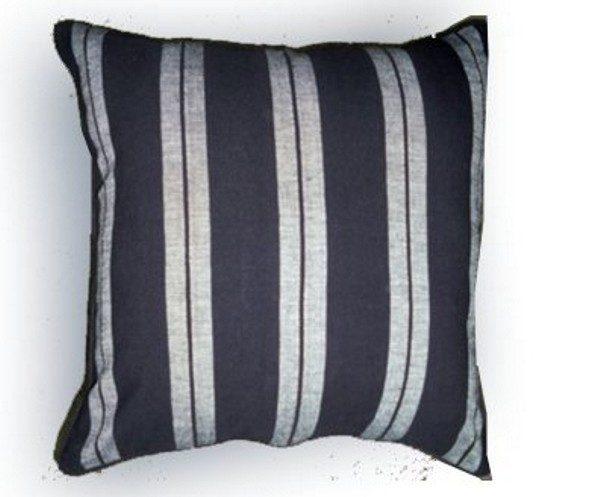 Perna Caprina Stripe negru-alb 50×50 cm